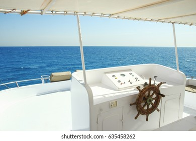 The yacht's steering wheel sails on the sea