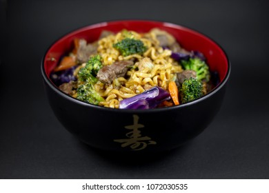 Yakisoba of meat and vegetables.