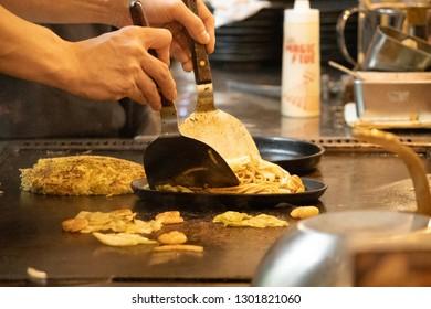 Yakisoba preparation at an izakaya