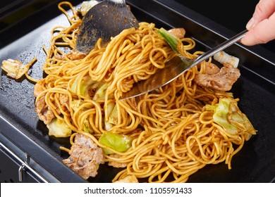 Yakisoba (stir-fried soba noodles)