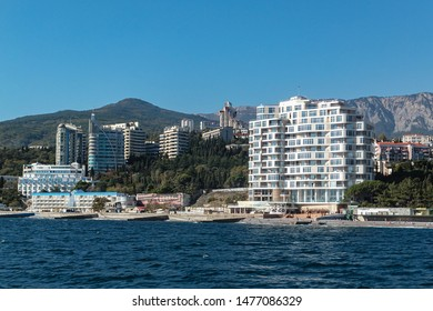 Yalta, Crimea, Russia — October 11, 2014: Beautiful view of Crimean resort Yalta from Black Sea. Azure water, white buildings on green slopes. Sunny day.Nice landscape, fresh wallpaper, turizm concept
