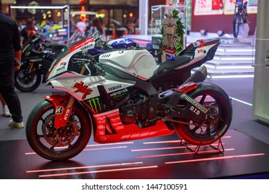 Yamaha Yzf R1 Images Stock Photos Vectors Shutterstock