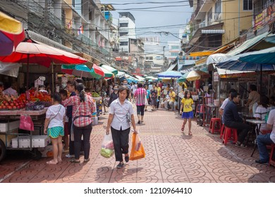 Yaowarat (Chinatown), Bangkok, Thailand : October 2018 - Fever Street Food in Chintown Bangkok with lot of tourist looking for food