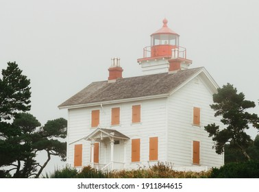 The Yaquina Bay Lighthouse covered with mist in Oregon