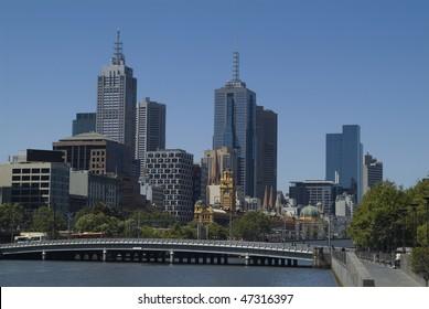 Yarra River through Melbourne, Queens Bridge and Flinders Street Station