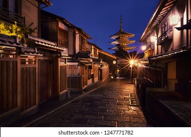 Yasaka-no-to Pagoda also known as Hokan-ji Temple at night, Higashiyama district, Kyoto, Japan