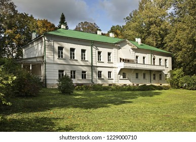 YASNAYA POLYANA. TULA REGION. RUSSIA. 01 OCTOBER 2010 : Yasnaya Polyana - Bright Glade homestead. House of Leo Tolstoy. Tula oblast. Russia