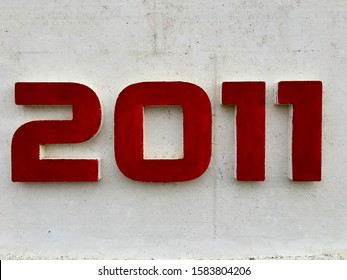 The year 2011, painted in red, indicating the date when the building was erected