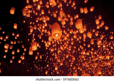 Yee Peng Festival, Loy Krathong celebration with more than a thousand floating lanterns in Chiangmai, Thailand on November 24, 2016