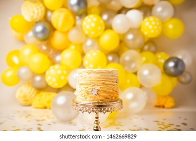 Yellow Ballon Cake Smash Theme