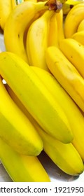 yellow banana fruit, the sign is ripe and ready to eat