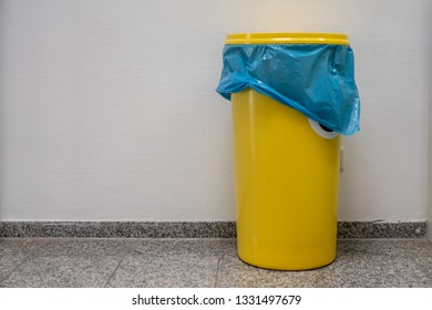 a yellow barrel with a lid stands in the hallway