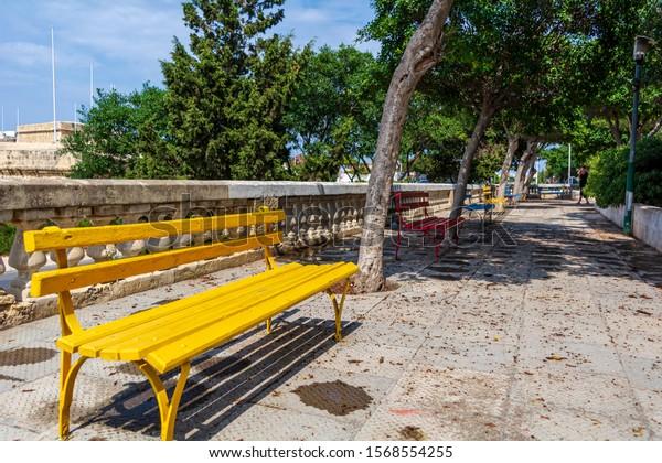 yellow-bench-xxghajra-ta-bormla-600w-156