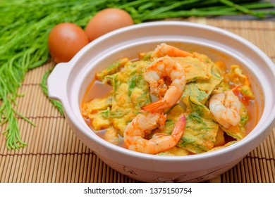 Thai​ yellow curry with vegetable omelet and prawn