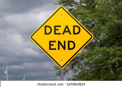 Yellow DEAD END road sign (USA/North American road sign)