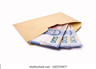 yellow envelope with bills inside, Mexican bills, 500 pesos