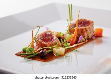 Yellow fin tuna with fresh vegetables and soya sauce