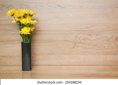 yellow flower Chrysanthemum in vase