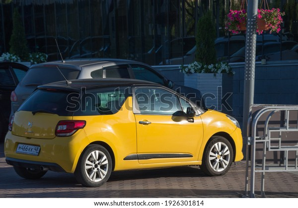 yellow-french-citroen-car-parked-600w-19