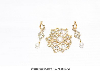yellow gold and pearls