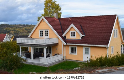 Yellow house with white wooden fence and red roof tiles - Kongsvinger, Norway (10th october 2018)