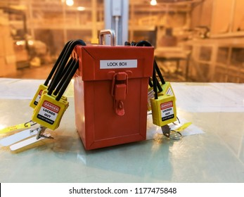 Yellow key lock and tag for process cut off electrical,the toggle tags number for electrical log out tag out