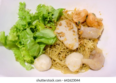 Yellow noodle with fish ball and shrimp ball, Chinese style