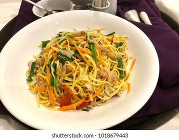 Yellow Noodles sauter with onions, carrots,red sweet Chili, green onions,chicken and shrimps