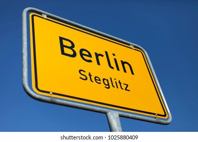 yellow place name sign city of Berlin (Steglitz)