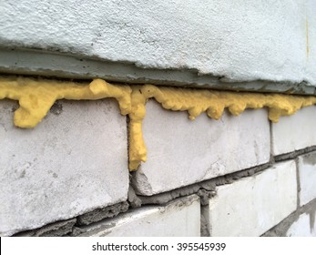 Yellow polyurethane foam
