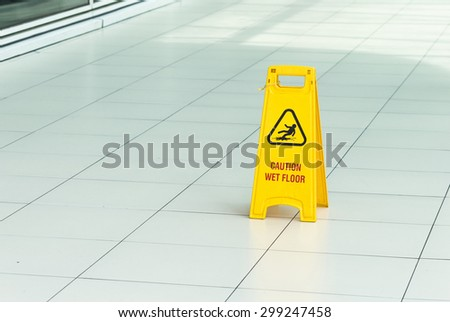 Yellow sign that alerts