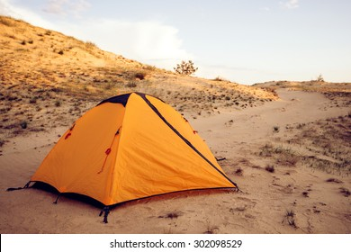 Yellow tent in the desert sands, a great place for what would have to sleep in silence. Hottest places on the planet