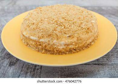 Yellow yoghurt cake with jam