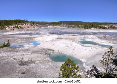 Yellowstone National Park, Norris Basin, Porcelain Basin