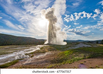 Yellowstone National Park, Wyoming, USA: Old Faithful geyser