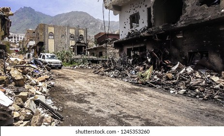 Yemen / Taiz City - Nov 20 2018 Residential neighborhoods destroyed by the war by the Houthi militia on the city of Taiz since 2015.