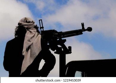 Yemeni soldier shoots Houthi militias, south of Yemen in the city of Taiz