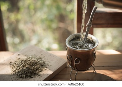 Yerba mate is more than just caffeine. The health benefits of yerba mate go beyond mental stimulation and energy boosting because have a powerful nutrient profile.