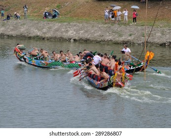 YILAN TAIWAN - June 20: dragon boats collide. Erlong River Dragon Boat Race on the Erlong River on June 20, 2015 in Yilan