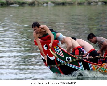 YILAN TAIWAN - June 20: red team start accelerate. Erlong River Dragon Boat Race on the Erlong River on June 20, 2015 in Yilan
