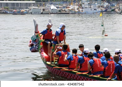 YILAN TAIWAN - JUNE 9: A team of rowers returning to the starting line for the dragon boat race. The Dragon Boat Festival on the Nanfang'ao Port on June 9, 2016 in Yilan