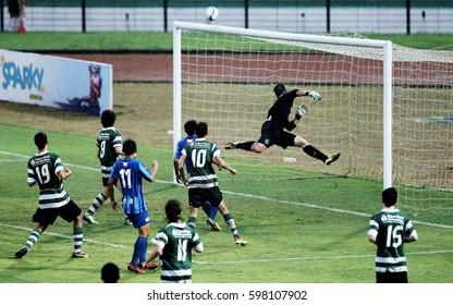 YOGJAKARTA, INDONESIA, 17 JANUARI 2014 - Sporting Lisbon, (POL) Team, against Chonburi FC, (Thailand), at FRENZ U-16 International Cup 2014.