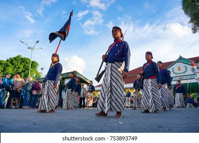 Yogyakarta, Indonesia, 10th December 2016. the ranks of the abdi dalem out for the ceremony closing sekaten festival in the palace Ngayogyakarta, Indonesia.