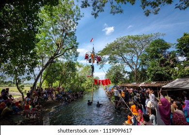 YOGYAKARTA, INDONESIA - AUGUST 21 2016: People celebrate Indonesia's independence day with various kinds of competitions, one of them is climbing areca nut (Panjat Pinang)