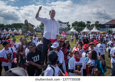 Yogyakarta / Indonesia - March 23, 2019: Alumni of the Yogyakarta Indonesian Art Institute carries the statue of Joko Widodo at the Jogja For Jokowi Alumni Declaration at the Kridosono Stadium.