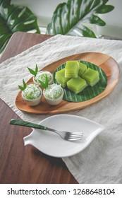 """Yok Manee"" Pandan Tapioca Pearls recipe and Kanom Chan Thai Sweet multi layer sweet cake. Thai Dessert"