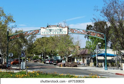 Yorba Linda, CA/USA: March 20, 2017 – Sign welcoming visitors to Main Street retail district of Yorba Linda, home of the President Richard Nixon Library.