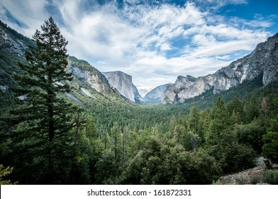 Yosemite el capitan and half dome scienic view panorama