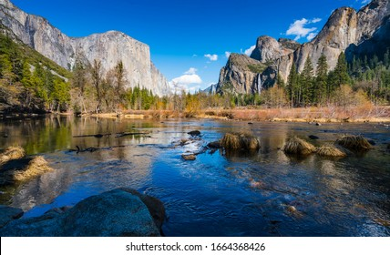 yosemite national park on the sunny day.