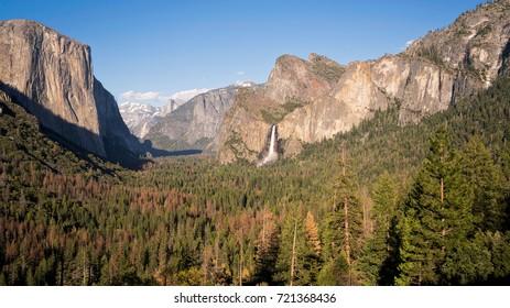 Yosemite National Park - Tunnel View vista.